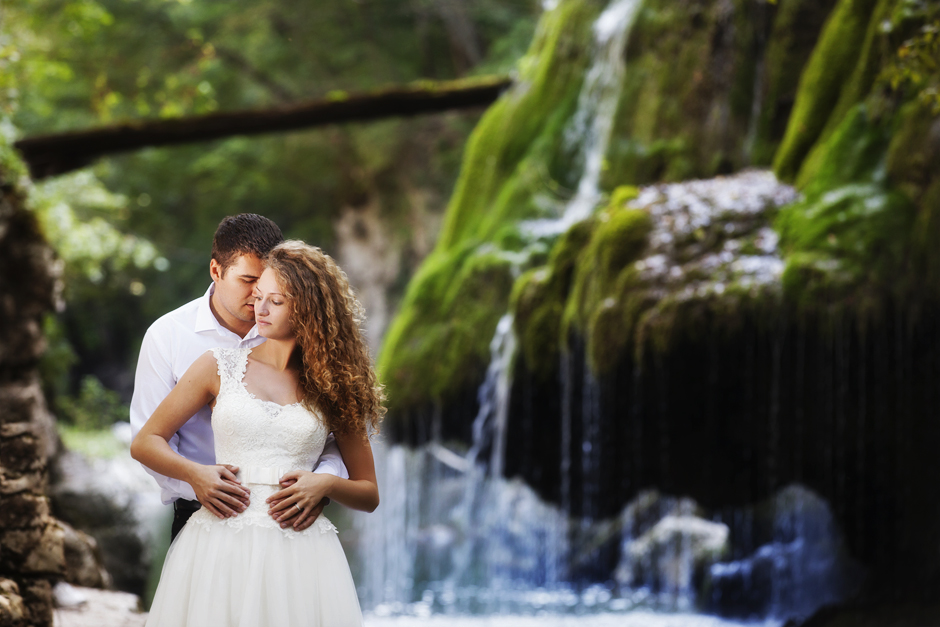 REDNOW PHOTOGRAPHY | TRASH THE DRESS BIGAR WATERFALL
